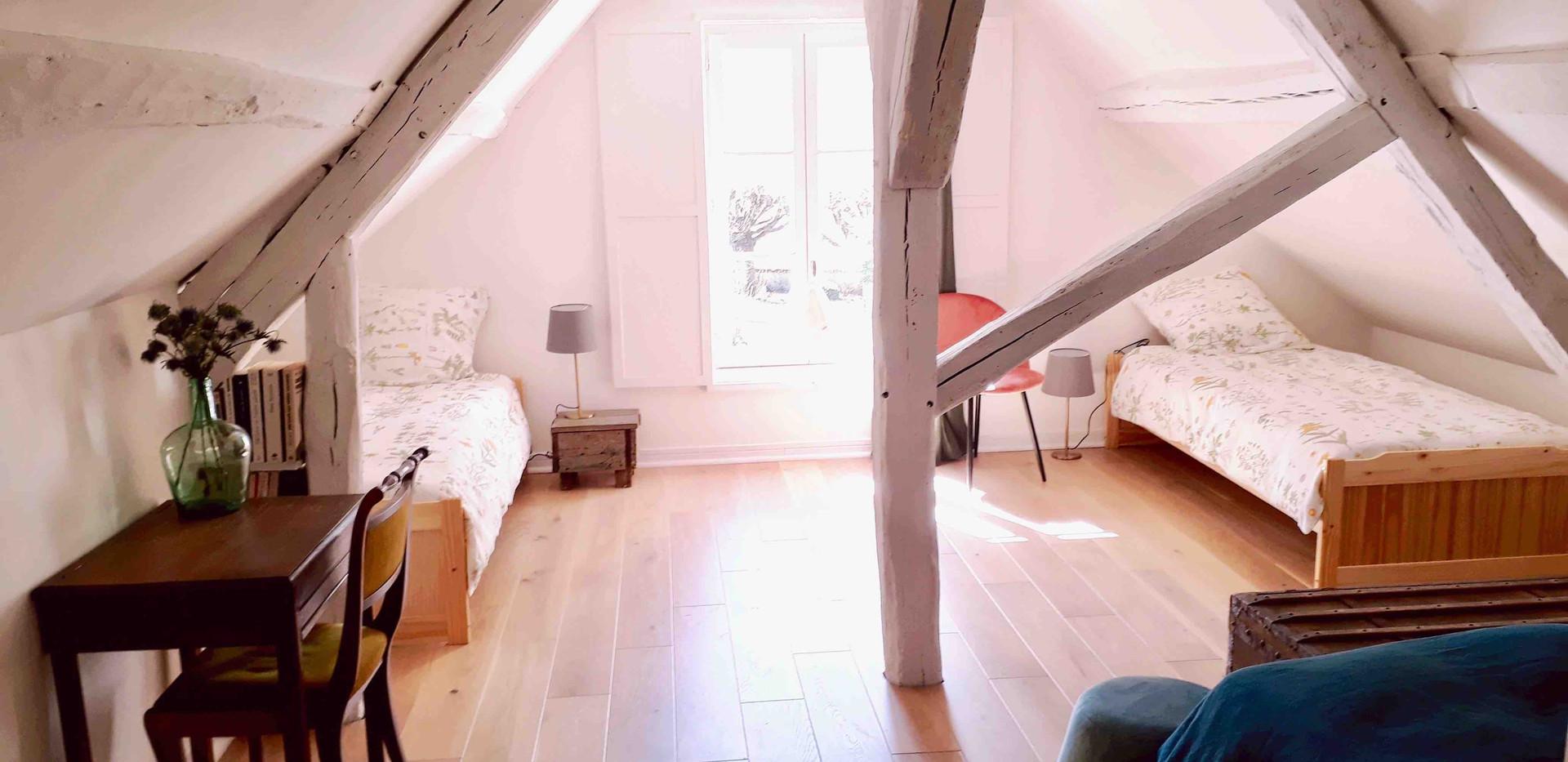 Chambre rose Maison du Passeur 2