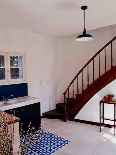 Cuisine et escalier Pigeonnier