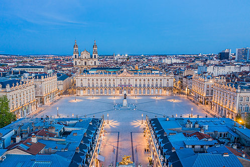 Vue plongeante sur la Place Stanislas de Nancy à l'heure bleue