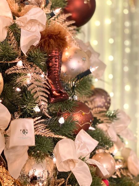 Weihnachtsbaum vom Profi geschmückt