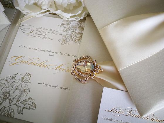Ivory silk invitation Seideneinladung Hochzeitseinladung.jpg