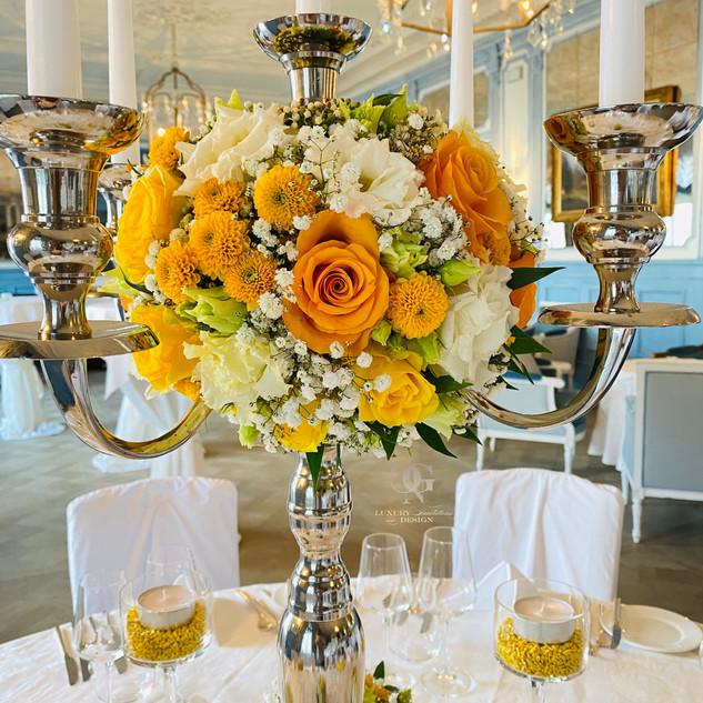 Offiziersball-Blumendekoration von GNC Luxury Invitations & Design