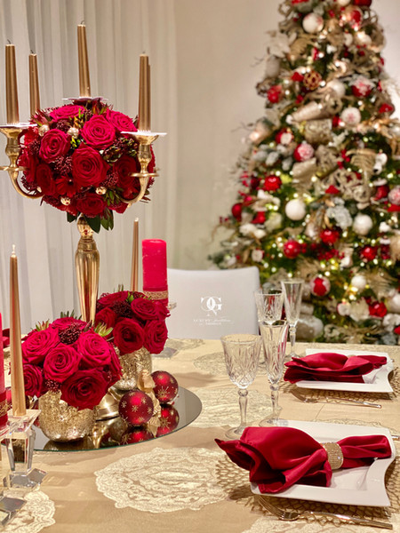 Beautiful red christmas table setting