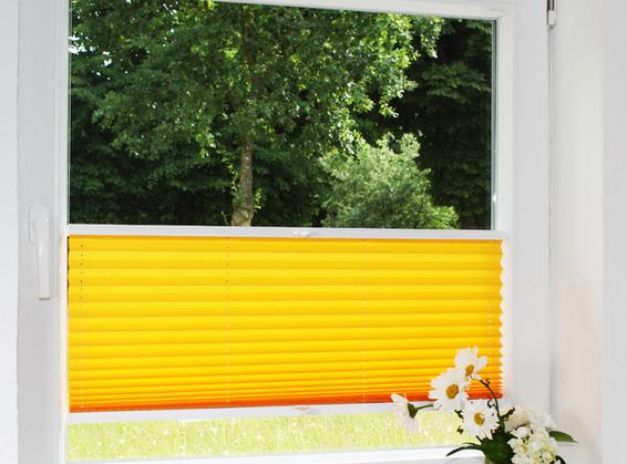 gelbes-Plissee-Badezimmer