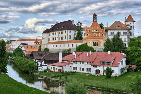 Castle_Jindrichuv_Hradec_(view_from_sout
