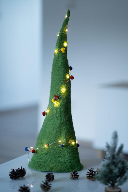 Weihnachtsbaum aus Filz mit Lichterkette
