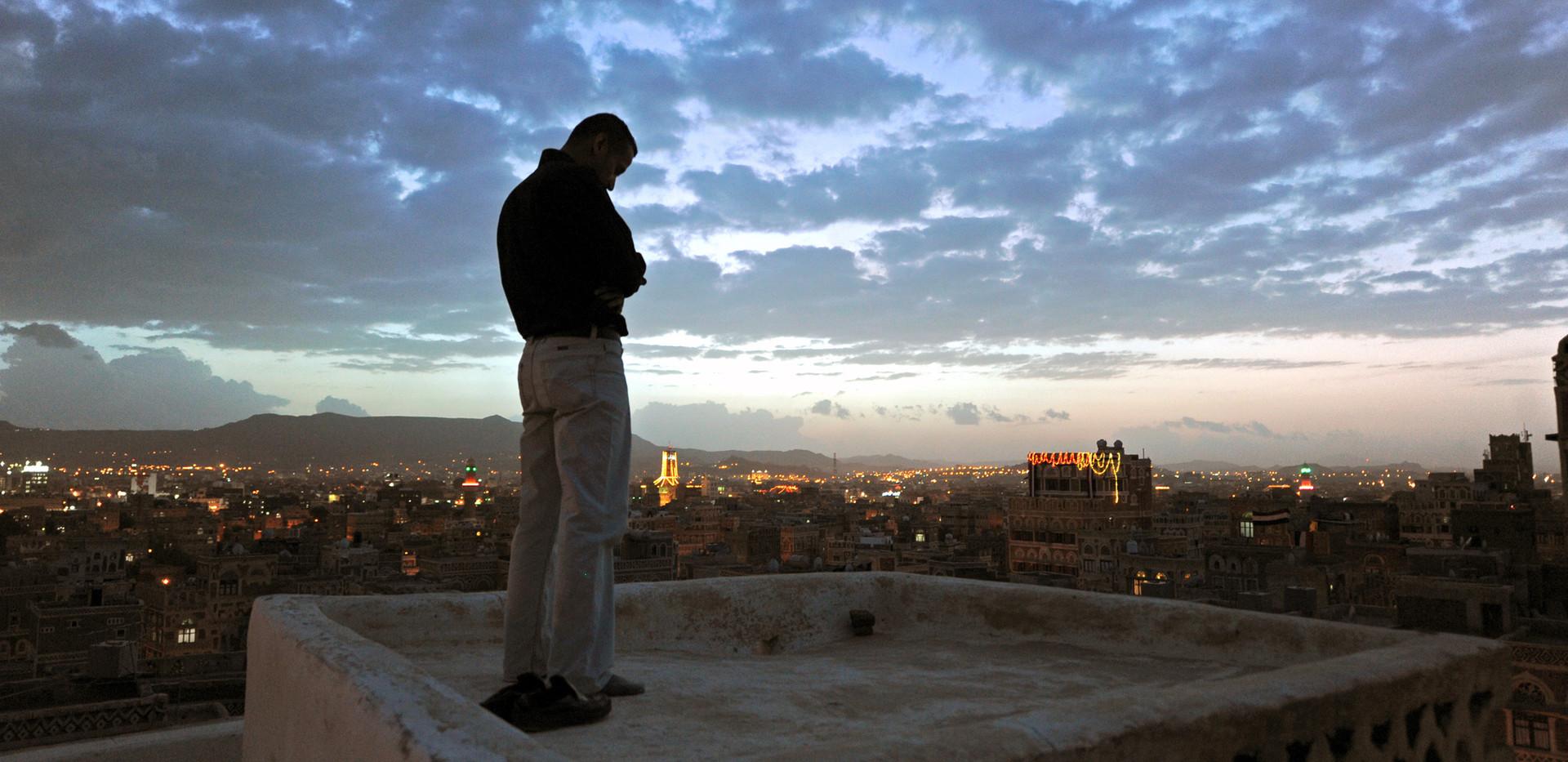 Dariush Zandi, Maghreb Prayer on the Roof