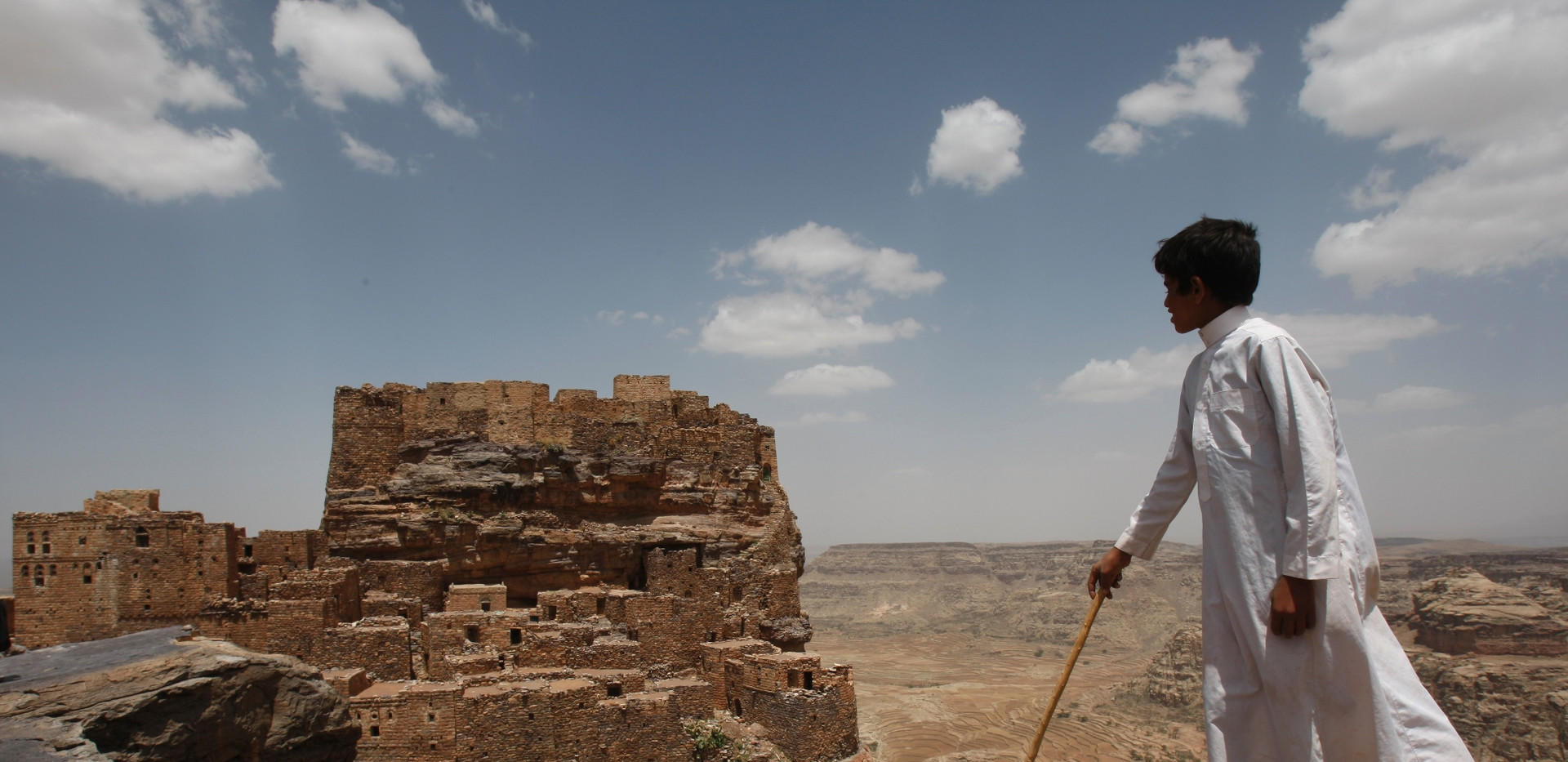 Kamran Jebreili, boy on hill, Yemen