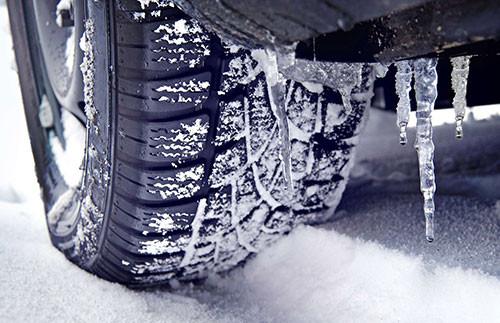 冬の車の運転には、特にご注意を