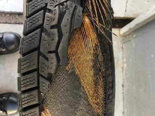 タイヤのヒビには要注意⚠