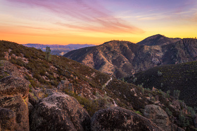 2_-_The_view_overlooking_Pinnacles_Natio