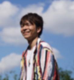 ヨシツグ_アー写_190808_edited_edited.jpg