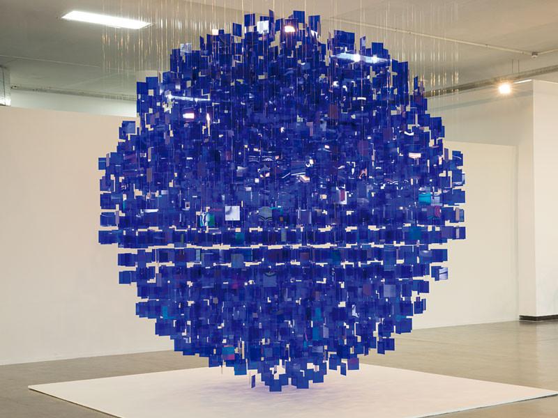 """""""Esfera Azul"""" de Julio Le Parc"""