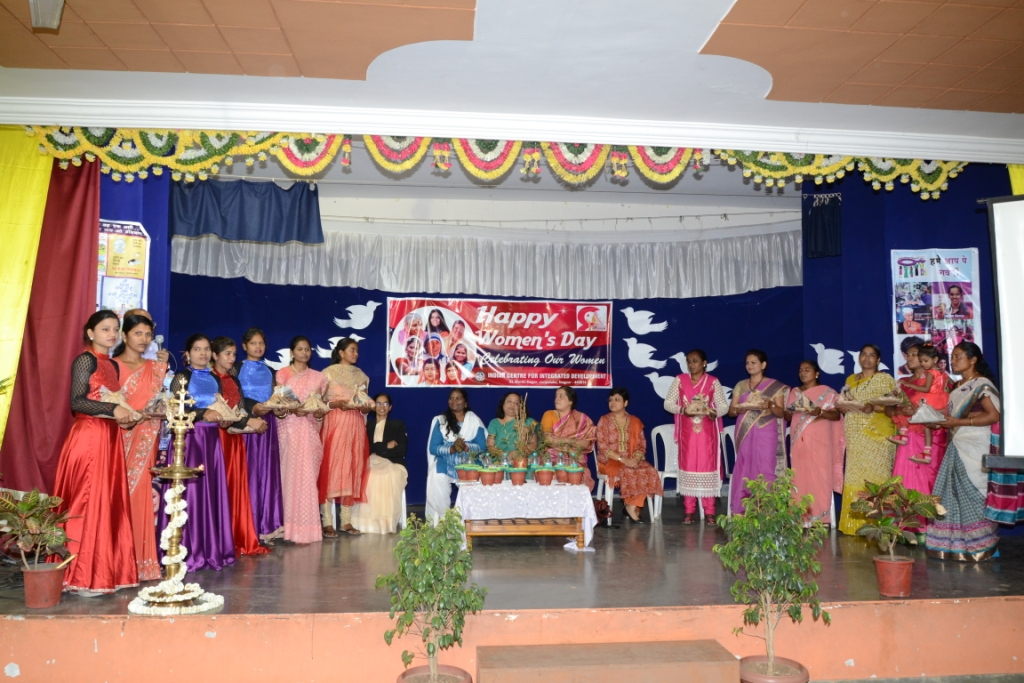 Intl Women's Day 090316 Women team felicitated