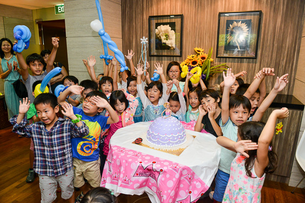 Kids Magic Show   Singapore's Birthday Party Magician