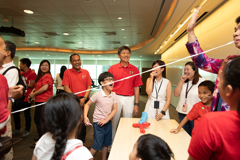 Singapore Magician Markson Performs For Minister Ng Chee Meng