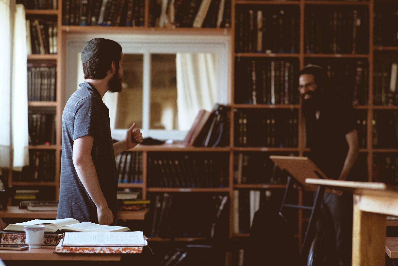 ישיבת תקוע - לומדים בבית המדרש