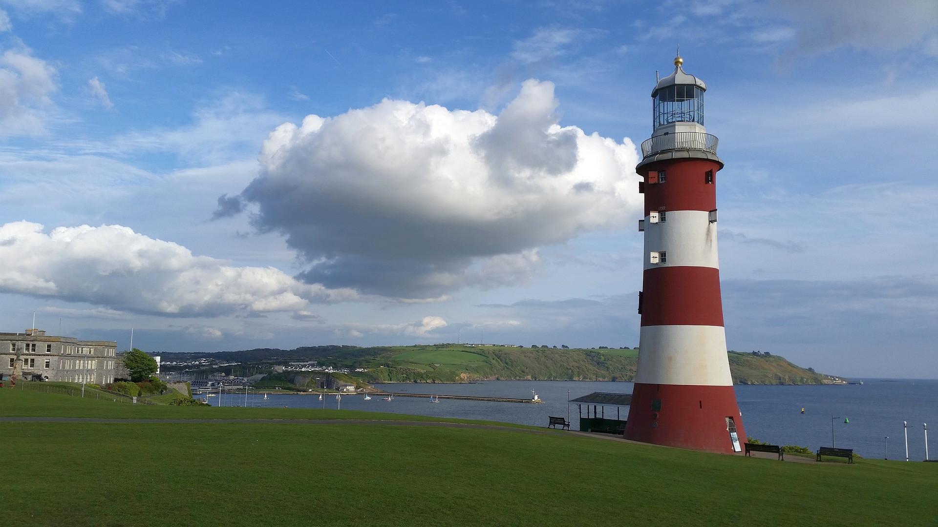 lighthouse-2275313_1920.jpg