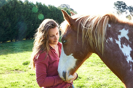Julie Bechu, equine experiential learning, wellbeing with horses