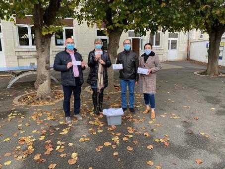 Des masques en tissu offerts par la municipalité de Montoire sur le Loir