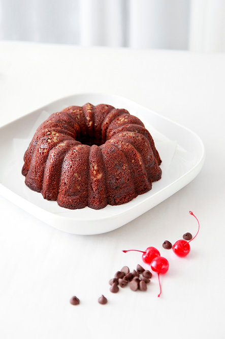 32 oz Cherry Chocolate Rum Cake