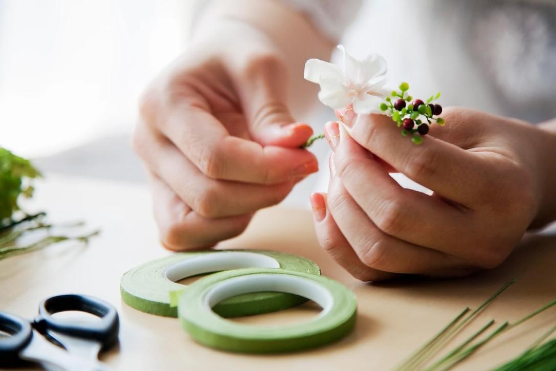 Anemone-Fleur-hands-making-1400-min.jpg