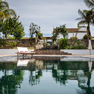 Swimming pool with view to the Mansion