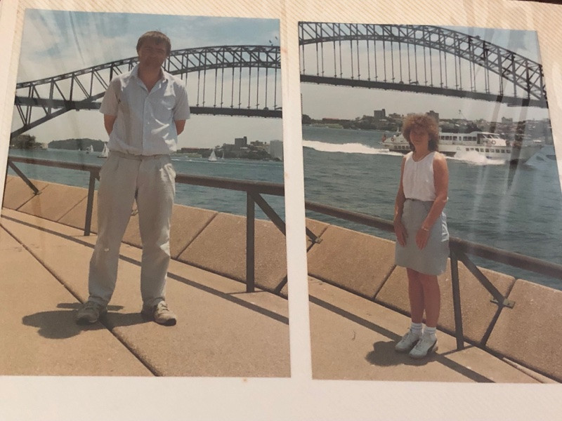 Couple stand by Sydney Harbour Bridge in 1990