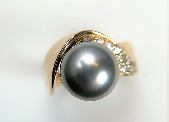 Grey Pearl and Diamond Ring
