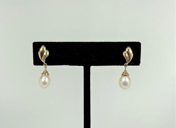 Freshwater pearl earring drop