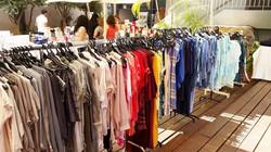 מכירה ביתית של בגדי נשים