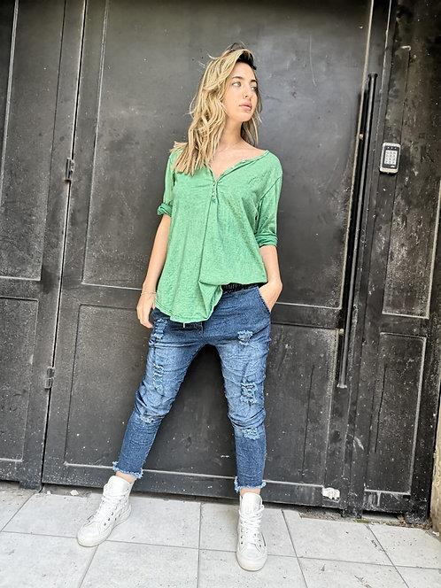 ! חולצת אוברסייז עם כפתורים,שרוול 3/4 גזרה נוחה ומחמיאה, קרובה לגוף אך לא נצמדת