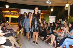 מכירות ביתיות של בגדי נשים