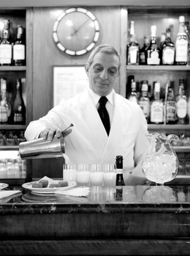 A barman preparing the Bellini