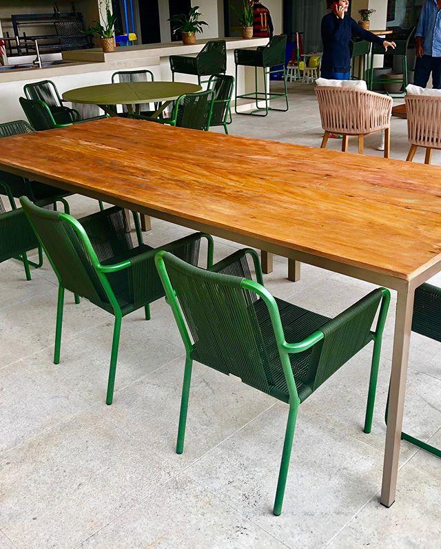 Mesa com pés galvanizado #achochic#madeira#sustentabi