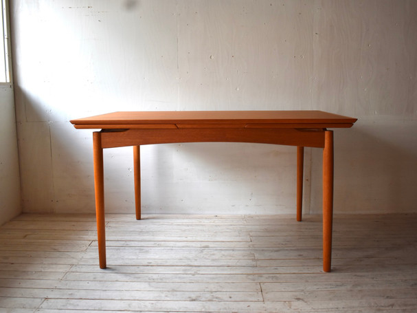 3-098 Dining table