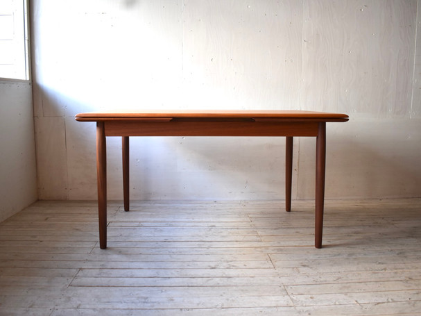3-097 Dining table