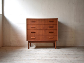 3-074 Chest of drawers