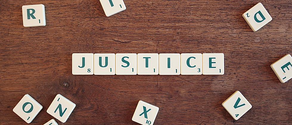 justice-2755765_1920.jpg