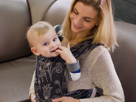Одяг під слінг: як одягнути дитину по погоді