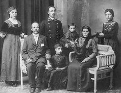 FAMILY Tiflis 1914 Tiff Black and White