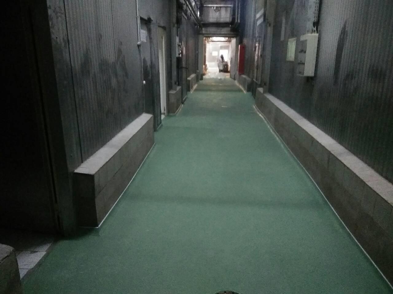 Одна из самых нагруженных зон - коридор.