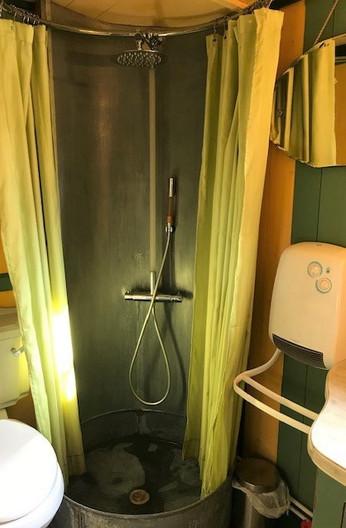 La douche en zinc.jpg
