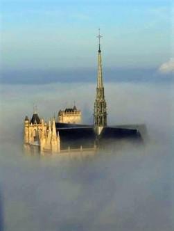 Cathédrale dans les nuages.jpg