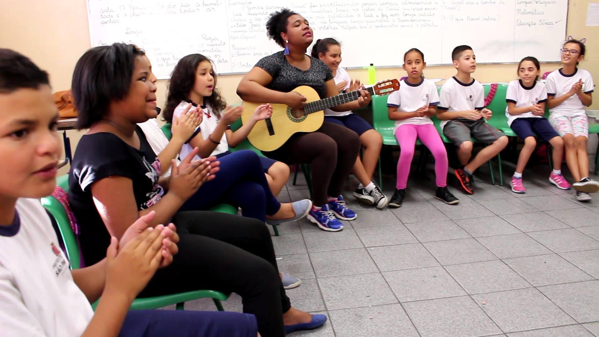 EMEF Esperidião Rosas. Coro infantil e a música preferida!!! :)