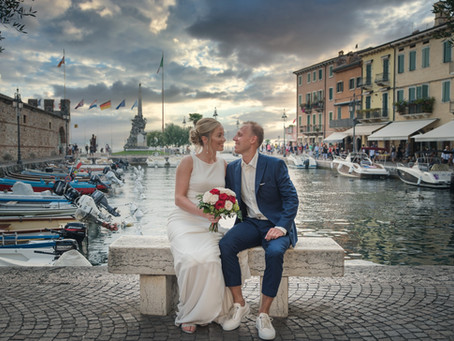 Wedding photographer in Lake Garda. Lazise, Dogana Veneta, Photoshoot.