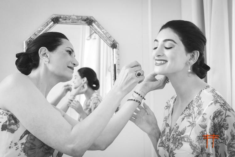 Braut trägt ihr Gesicht trägt Vedi anche tragen