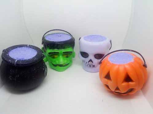 2 for £6 Mini cauldron with glow in the dark mini ducks,rings eye or spiders