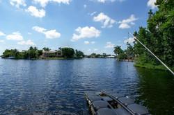 дом в Майами с видом на воду