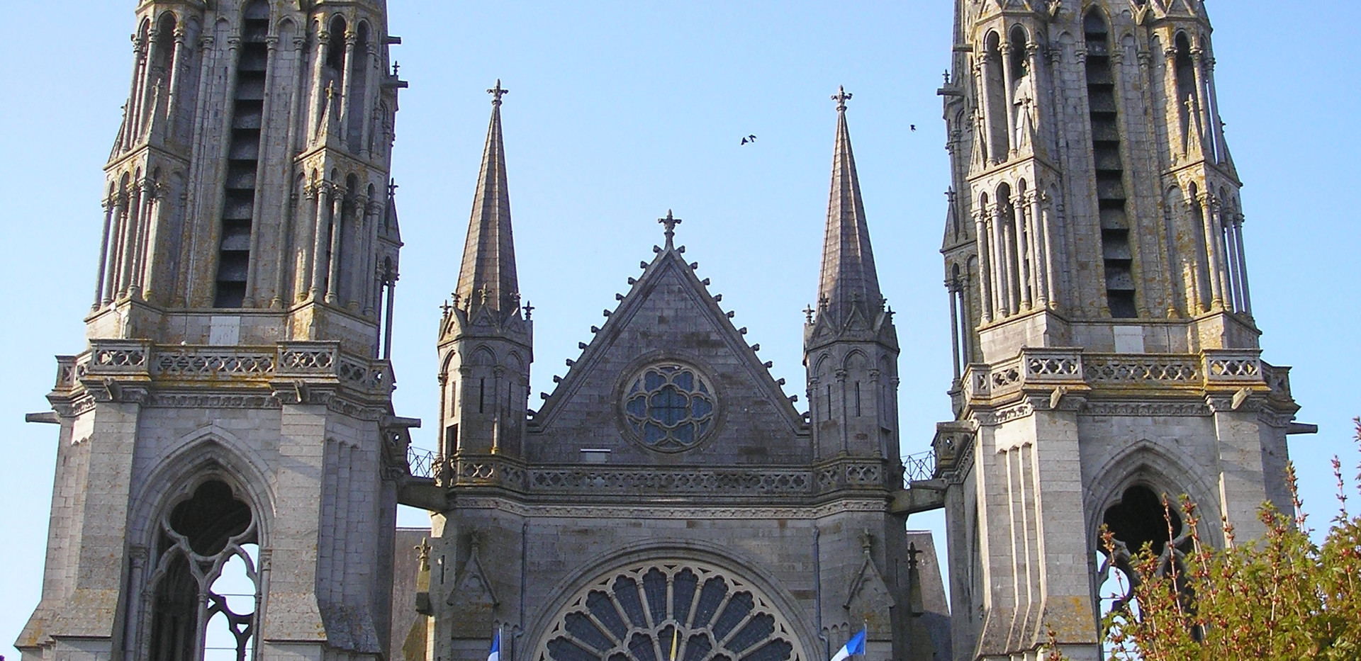 Basilique Pontmain.jpg